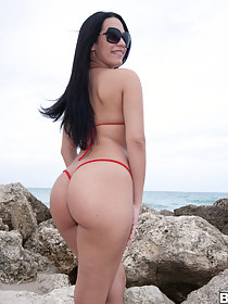 Sexy hottest pain in the neck booty pics, this Cuban chick and I think this robustness be the biggest roundest sexiest pain in the neck